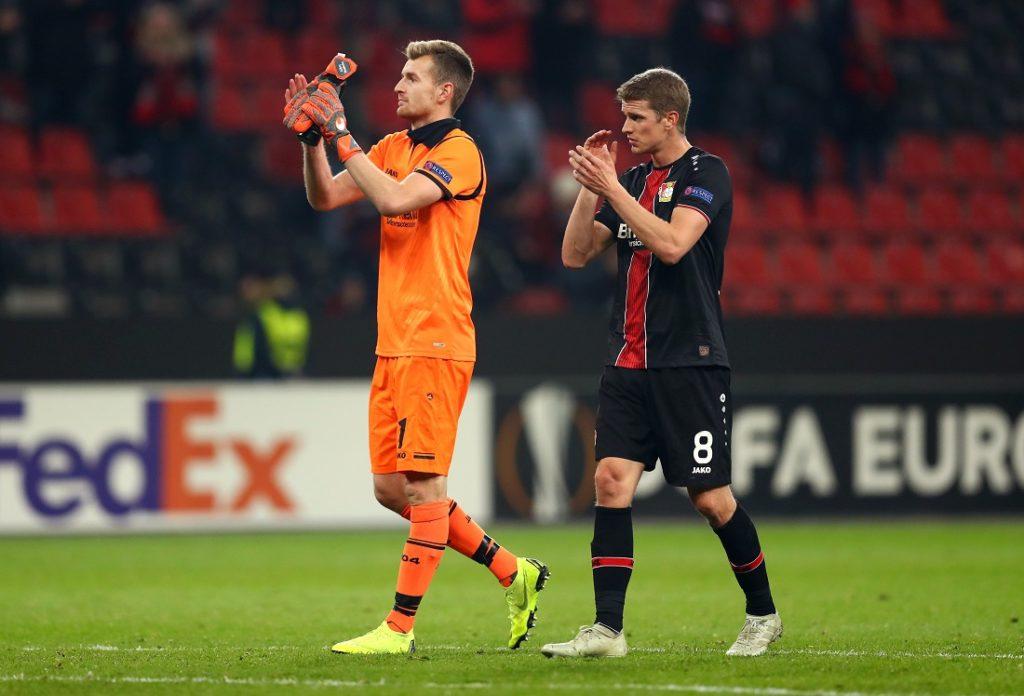 Lukas Hradecky (l.) will mit Bayer Leverkusen endlich Titel gewinnen...
