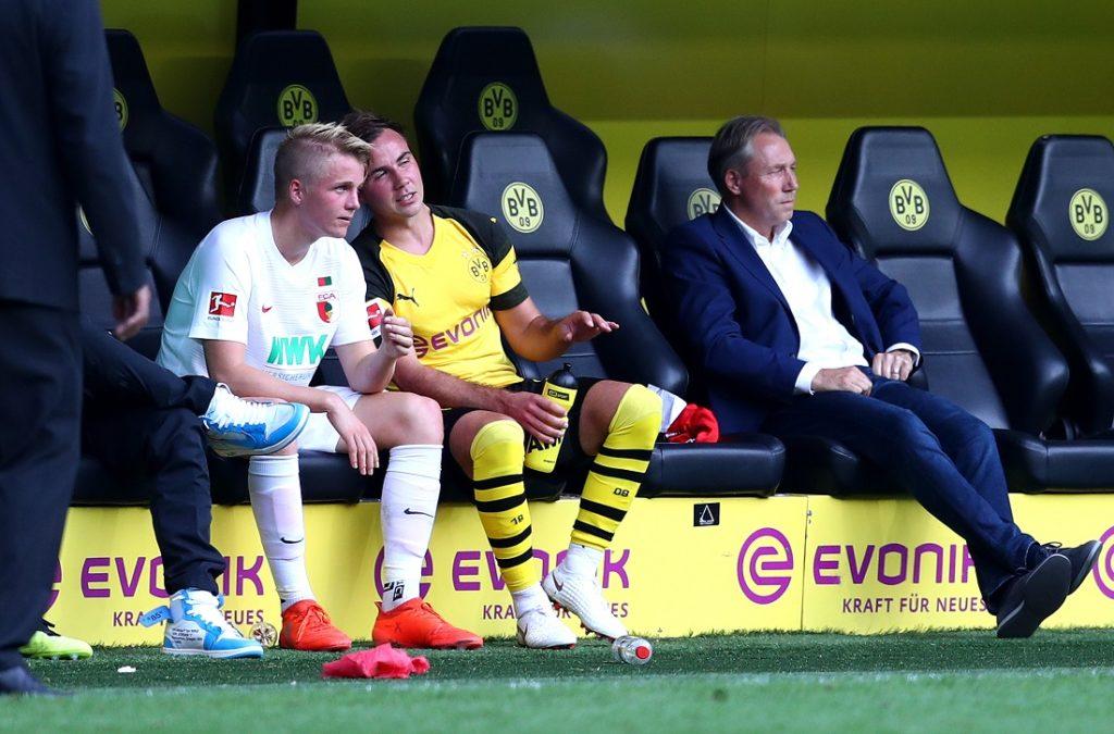 Mario Götze und sein Bruder Felix (l.) beim denkwürdigen Bundesliga-Duell Borussia Dortmund - FC Augsburg (4:3) am 6. Oktober 2018. Gegen den FCA wird Dortmund 2019/2020 in die Saison starten.