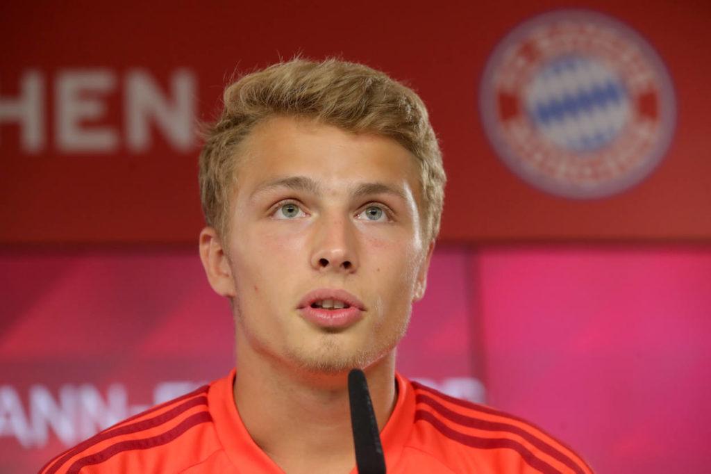 Jan Fiete Arp bei seiner ersten Pressekonferenz beim FC Bayern München.