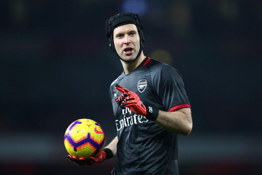 Torhüterlegende Petr Cech machte den Helm im Weltfußball salonfähig.