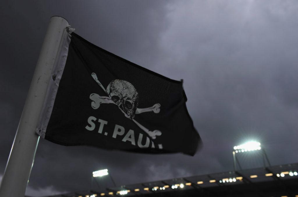 Die Piratenflagge - das FC St. Pauli Logo.
