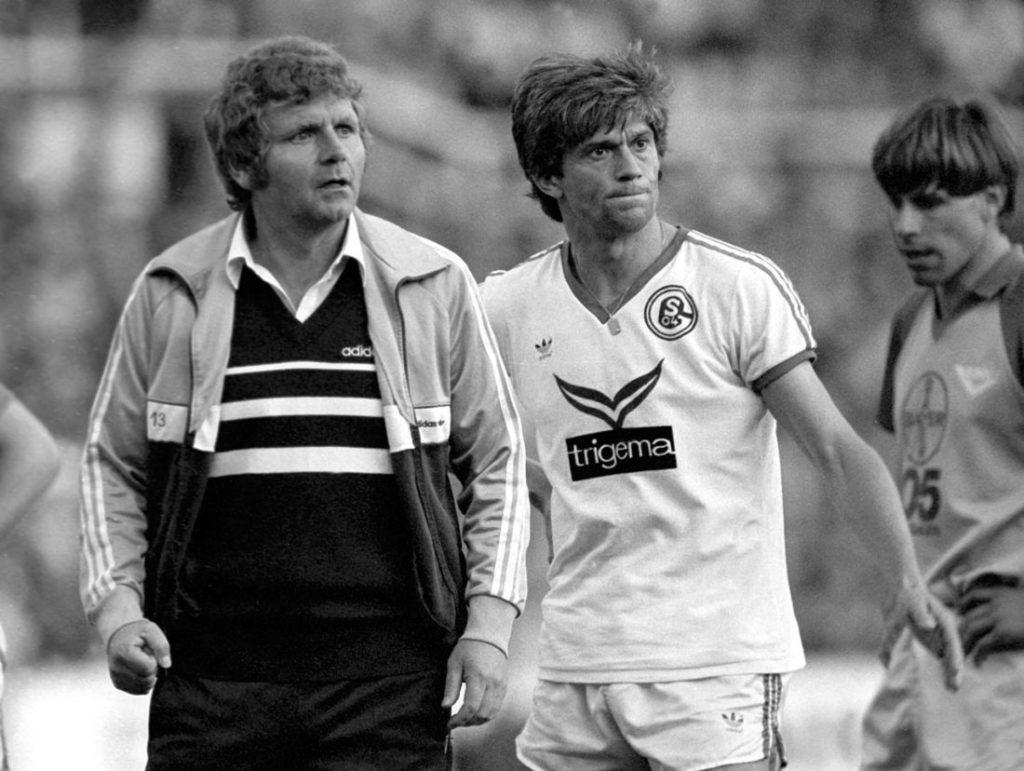 Trainer Jürgen Sundermann (li.) mit Werner Lorant (beide Schalke) in der Saison 1982/83.
