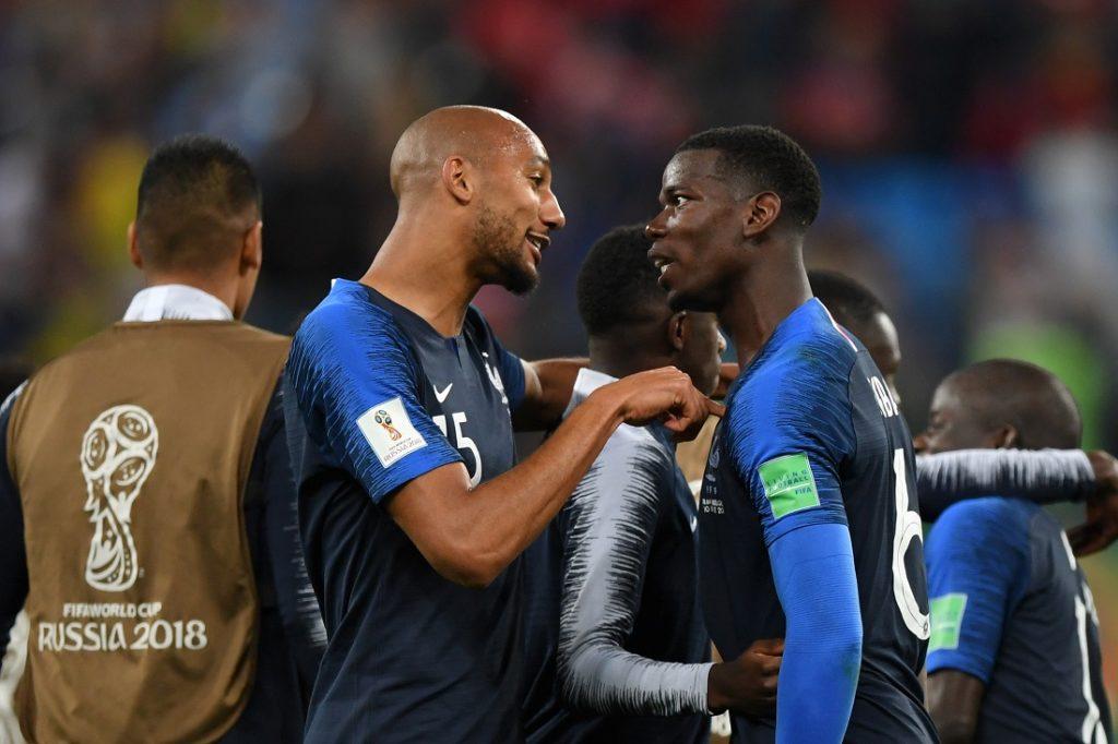 Wenn Blicke töten könnten... Paul Pogba (r.) und sein französischer Nationalmannschaftskollege Steven Nzonzi nach dem Final-Einzug bei der WM 2018 gegen Belgien.