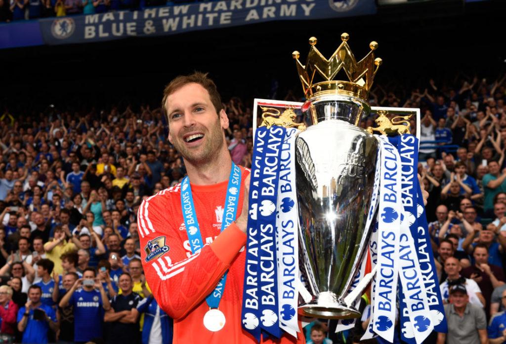 Beim Jubeln gern auch ohne Helm: Petr Cech feiert die Premier-League-Meisterschaft 2015 mit dem FC Chelsea