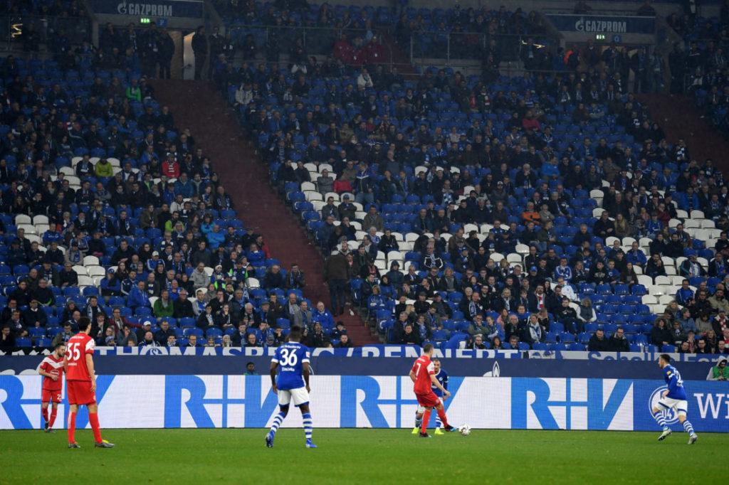Nicht alle Schalke-Fans wollten beim 0:4 gegen Fortuna Düsseldorf bis zum Schluss bleiben...