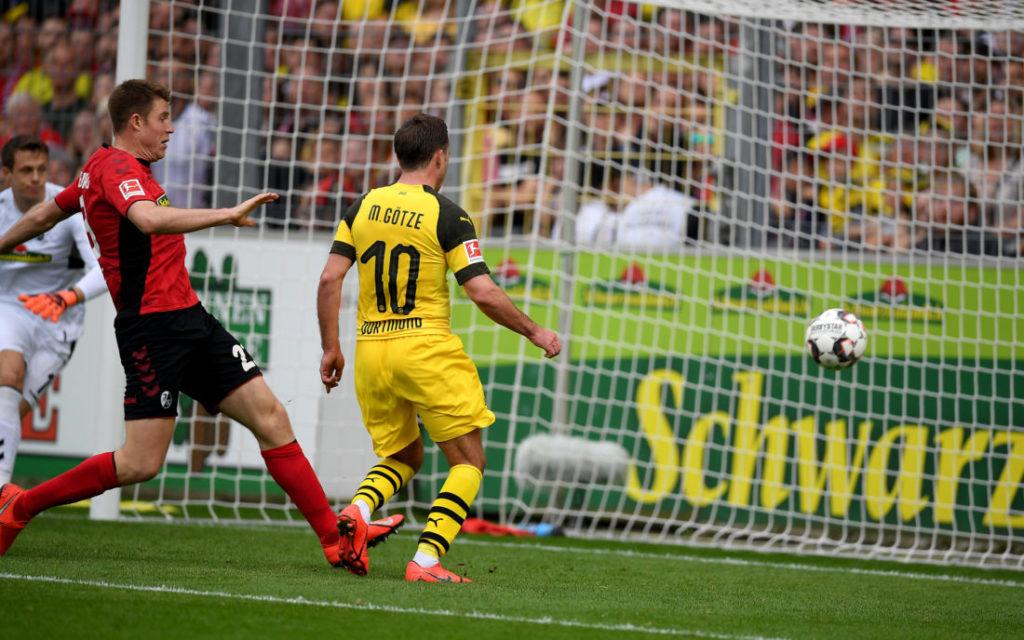 Saison-Endspurt 2018/2019: Mario Götze erzielt nach Zuspiel von Marco Reus (nicht im Bild) das 0:3 für Borussia Dortmund beim SC Freiburg.