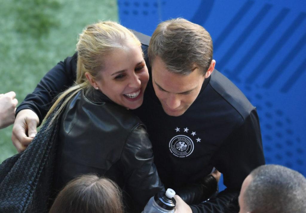 Manuel Neuer mit Ehefrau Nina Weiss bei der EURO 2016.