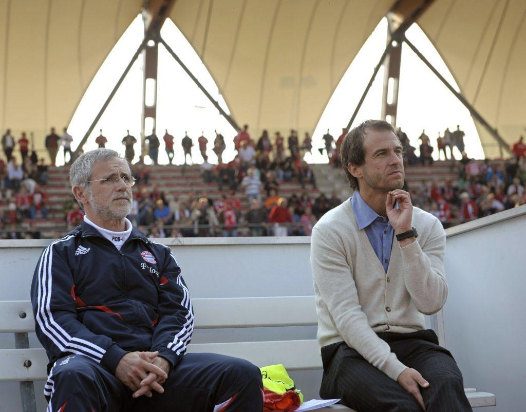 Gerd Müller and Mehmet Scholl coaching the amateurs of Bayern Munich.