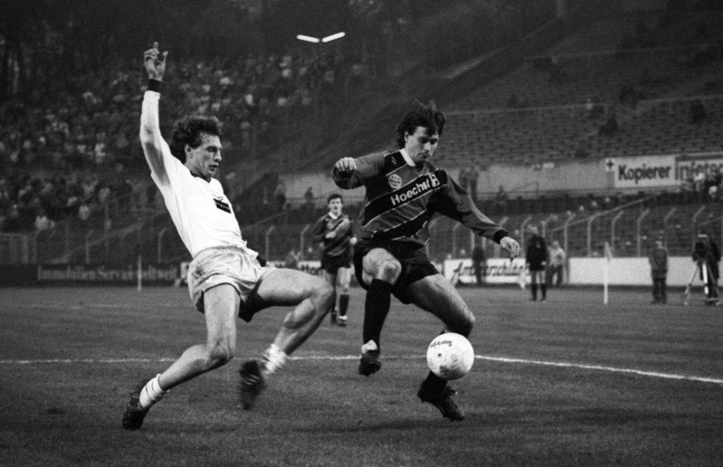 Eintracht Frankfurt gegen den 1. FC Kaiserslautern im Jahr 1987.