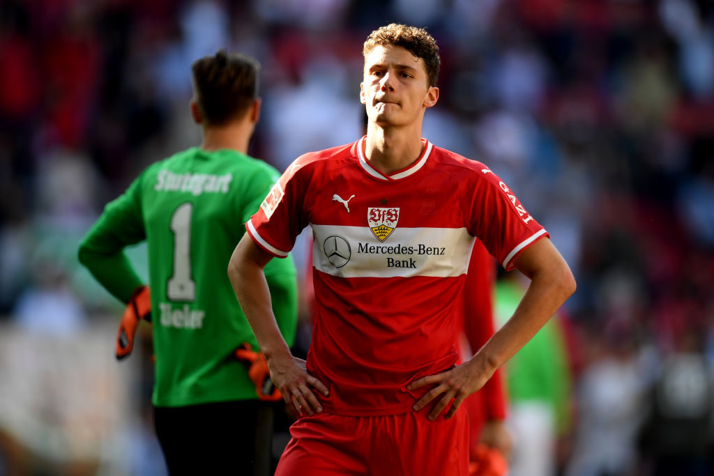 Benjamin Pavard gehörte der zweitschwächsten Abwehr der Bundesliga an. Allein in Augsburg kassierte der VfB Stuttgart am 20. April sechs Gegentore. (Photo by Christian Kaspar-Bartke/Bongarts/Getty Images)