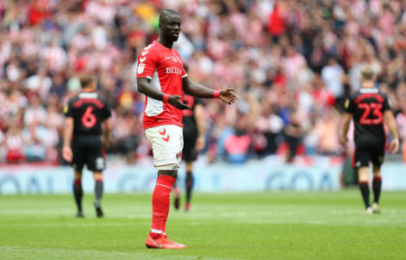 Naby Sarr von Charlton Athletic inach seinem Eigentor gegen den AFC Sunderland. (Photo by James Chance/Getty Images)