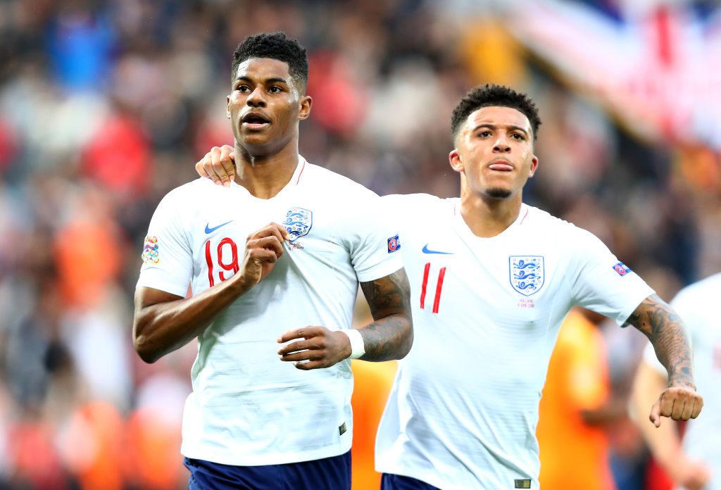 Die 1:0-Führung per Elfmeter durch Marcus Rashford (l., mit Dortmunds Jadon Sancho) reichte England gegen Holland nicht zum Sieg...