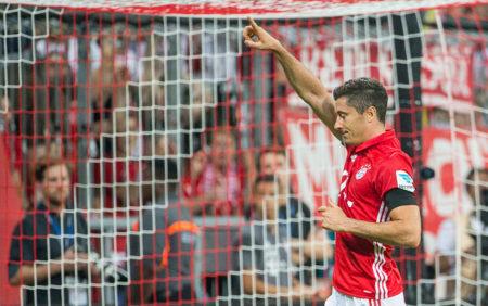München, 26. August 2016: Robert Lewandowski und der FC Bayern lassen es zum Start richtig krachen: 6:0 gegen den SV Werder Bremen
