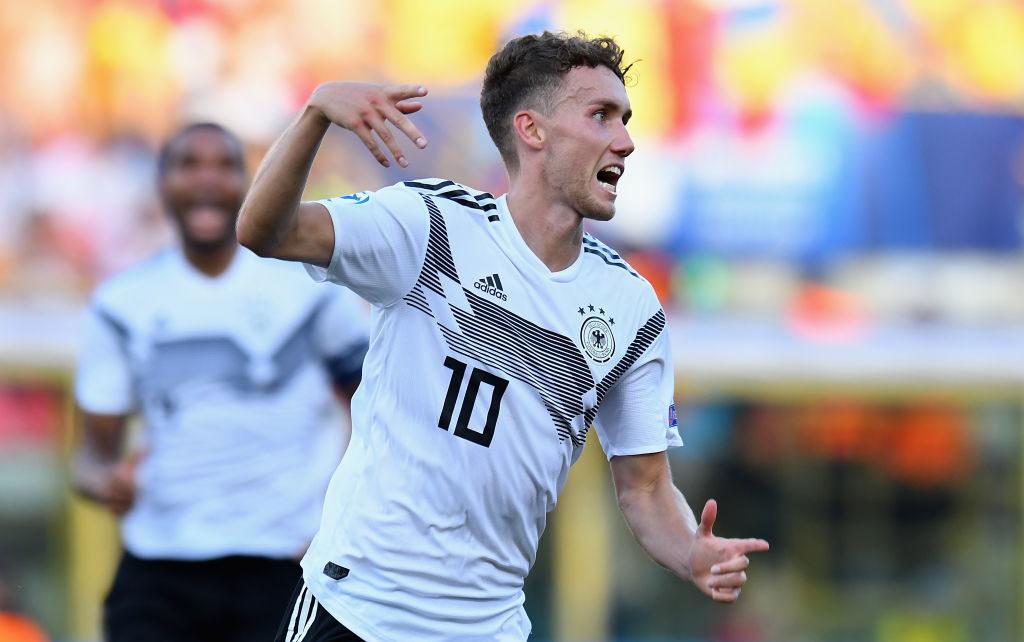 Luca Waldschmidt bejubelt das 3:2 gegen Rumänien, mit dem er Deutschlands U21 erneut ins EM-Finale bringt.