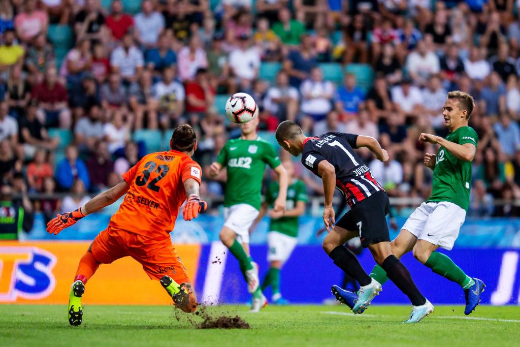 Mit diesem Kopfballtor zum 2:1-Sieg beim FC Flora Tallinn führte sich Dejan Joveljic blenden bei Eintracht Frankfurt ein...