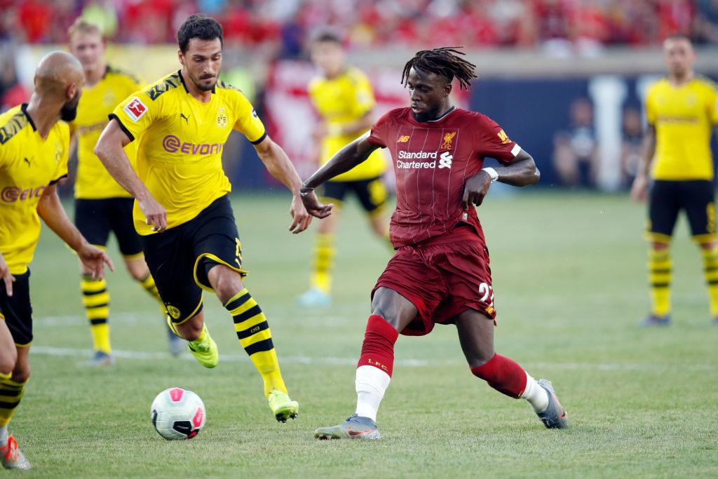 Mats Hummels (l.), hier gegen Liverpools Champions-League-Held Divock Origi, ist nach Rückkehr bei Borussia Dortmund auch zu einem Spitzenverdiener des BVB avanciert.