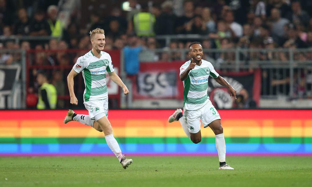 """Beim FC St. Pauli ist immer alles schön bunt, aber es ist auch oft ,,Der Jubel der Anderen"""", wie hier bei den Fürthern Maximilian Sauer und Julian Green."""
