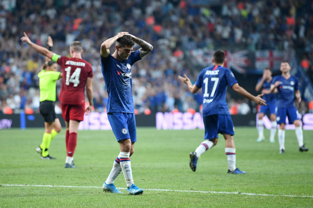 Am 14. August 2019 verlor Chritian Pulisic (m.) mit dem FC Chelsea das UEFA Supercupfinale in Istanbul gegen den FC Liverpool.