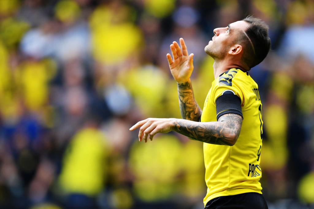 Paco Alcacer und Borussia Dortmund stürmten mit einem 5:1 gegen den FC Augsburg wie im Vorjahr zum Saisonstart an die Tabellenspitze.