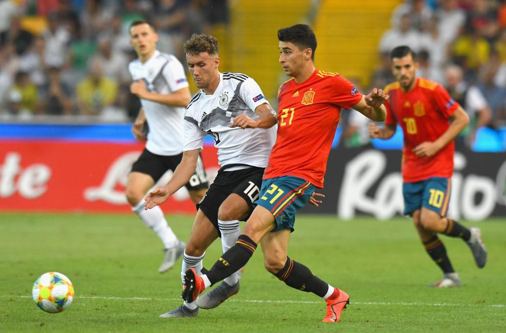 Marco Roca (r.) im U21-EM-Finale 2019 in Udine gegen Deutschland und Luca Waldschmidt.