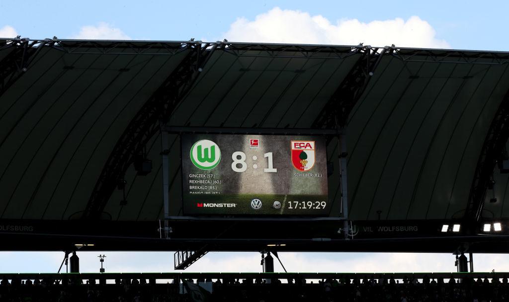 Die Anzeigentafel lügt nicht. VfL Wolfsburg 8 - FC Augsburg 1