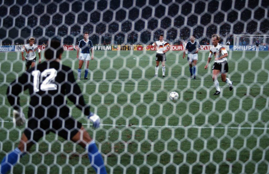 Andreas Brehme trifft. Deutschland ist Weltmeister 1990.
