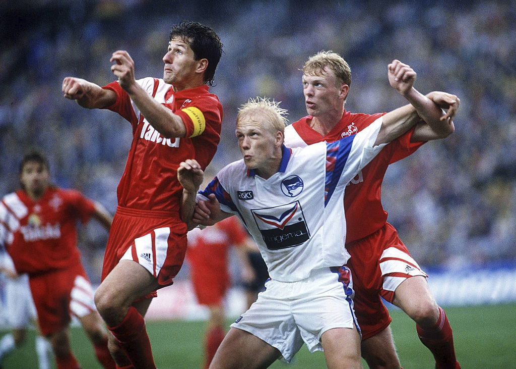 Das Pokalfinale 1993 mit den Hertha-Amateuren und Carsten Ramelow (m.) gegen Bayer Leverkusen mit Markus Happe (r.) und Kapitän Franco Foda (l.) war praktisch die einzige reale Titelchance der Hertha seit der deutschen Wiedervereinigung.