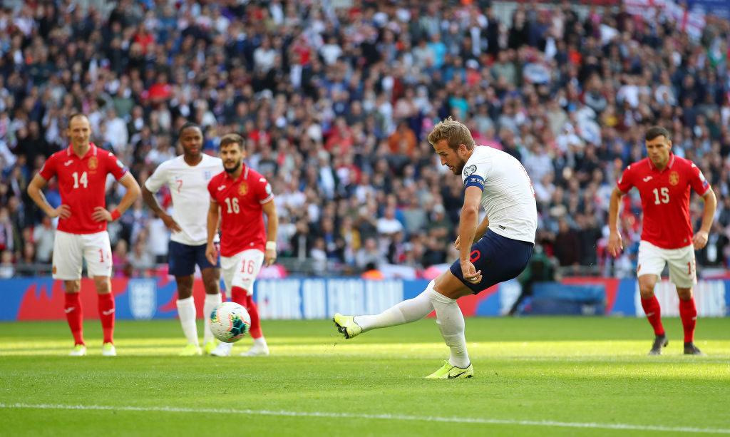 ...und Elfmeter kann er auch: Harry Kane verwandelt einen Foulelfmeter zum 4:0-Endstand für England gegen Bulgarien.