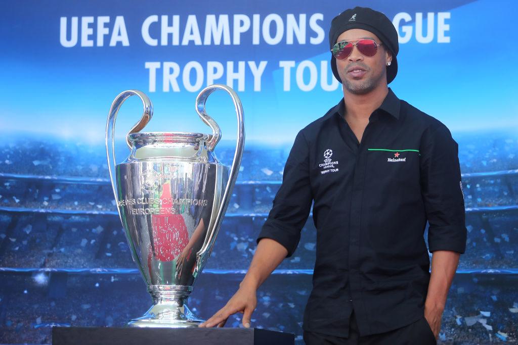 So sieht Ronaldinho inzwischen aus. Hier gibt er den Champions-League-Botschafter in Mexiko City.