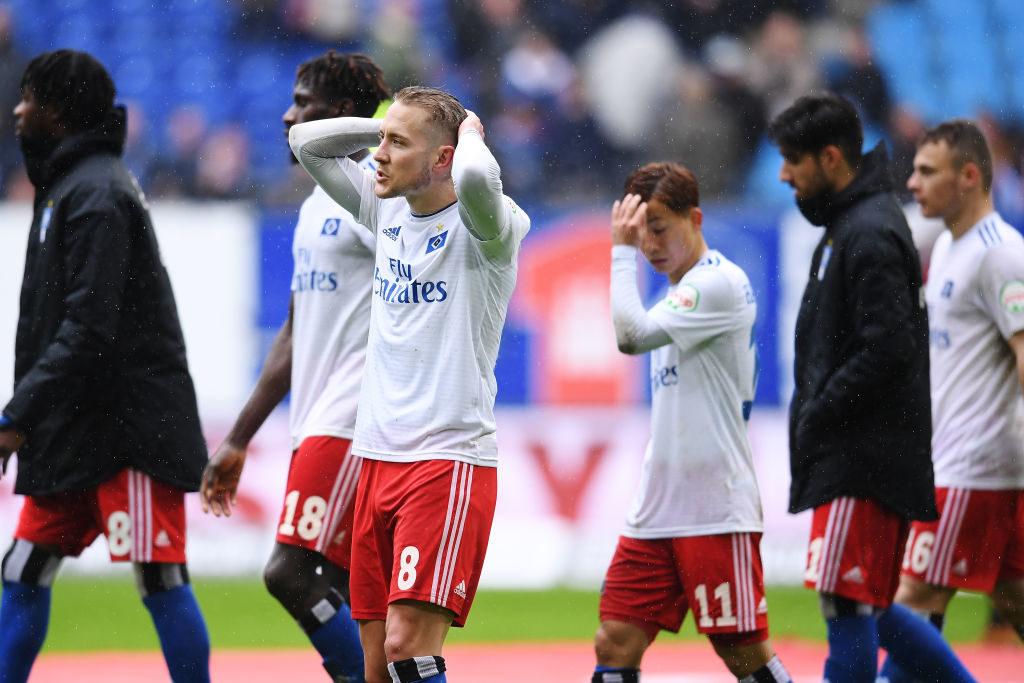 Nach dem 2:3 gegen Darmstadt 98 am 16. März 2019 gerieten Lewis Holtby (3. v. l.) und der Hamburger SV in der 2. Liga in Schieflage...