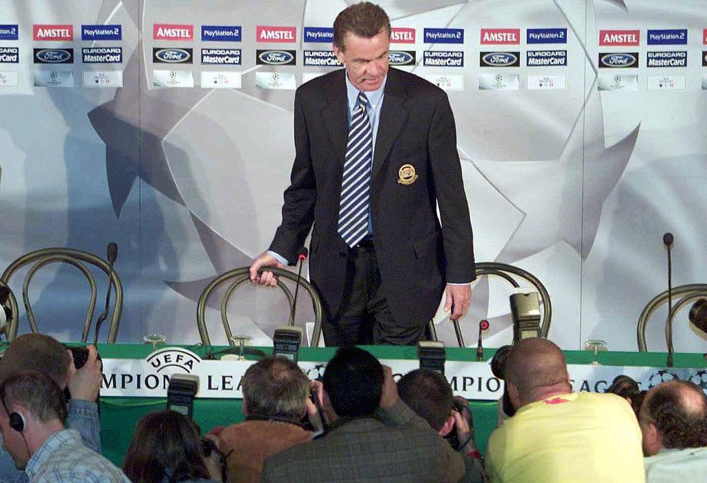 Mailand, 22. Mai 2001: Ottmar Hitzfeld in der Pressekonferenz vor dem Champions-League-Finale FC Bayern München gegen FC Valencia