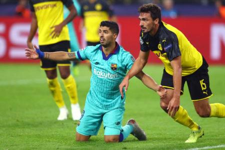 Mats Hummels bot im Spiel Borussia Dortmund gegen den FC Barcelona (0:0) eine überragende Leistung. Links: Luis Suárez.