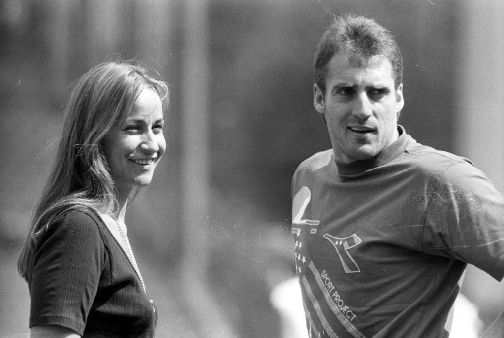 Unser Boss ist eine Frau: Managerin Britta Steilmann und Trainer Frank Hartmann (beide SG Wattenscheid 09) im letzten Bundesliga-Jahr des Revierklubs, 1993/94.