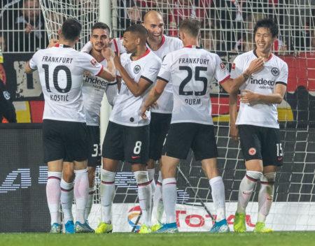 André Silva (2. v. l.) und Bas Dost (4. v. l.) schossen Eintracht Frankfurt mit 2 Toren bei Union Berlin (2:1) zum Sieg.