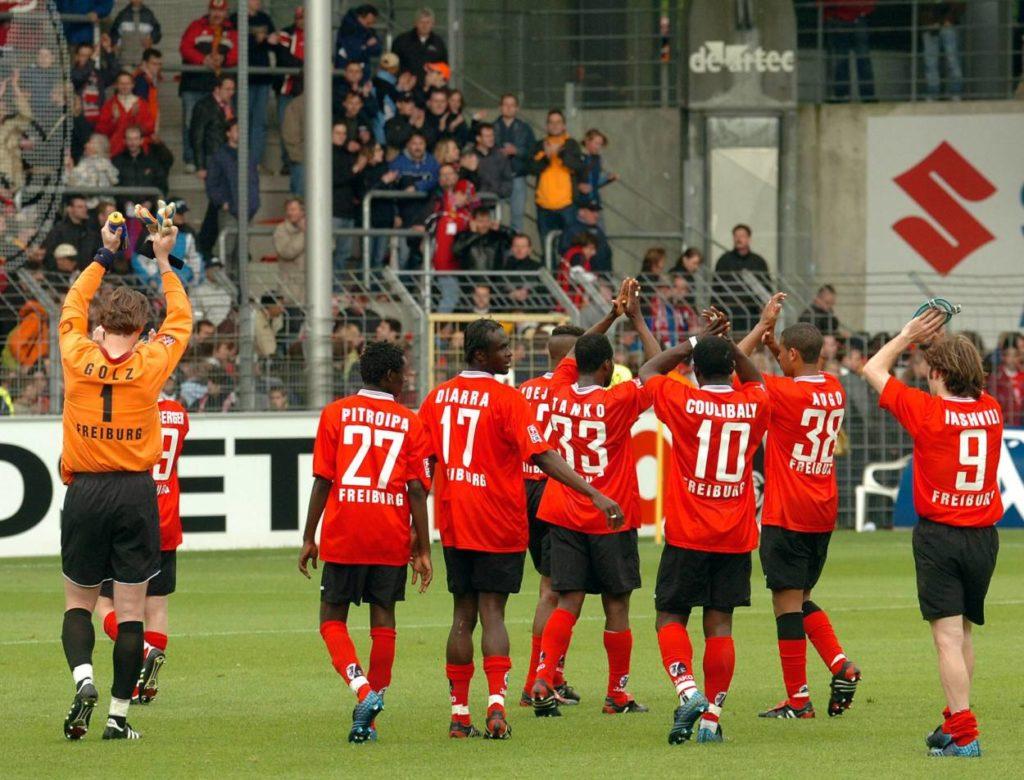 Raus ohne Applaus: Der SC Freiburg der Saison 2004/2005 war das schlechteste Bundesliga-Team der Drei-Punkte-Ära.