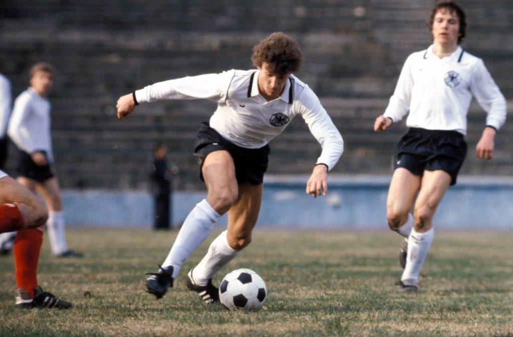 Rudi Völler (l.) und Lothar Matthäus in einem der ersten U21-Länderspiele im November 1979.