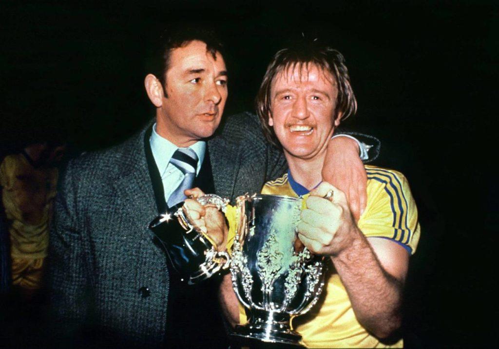 Nottingham-Coach Brian Clough (l.) und Kenny Burns feiern den Meistertitel in England 1978.