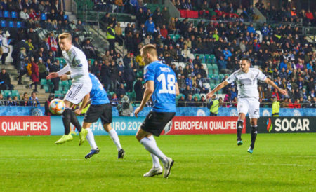 Ilkay Gündogan erlöst die deutsche Fußball-Nationalmannschaft in Tallinn gegen Estland mit diesem Treffer zum 0:1.