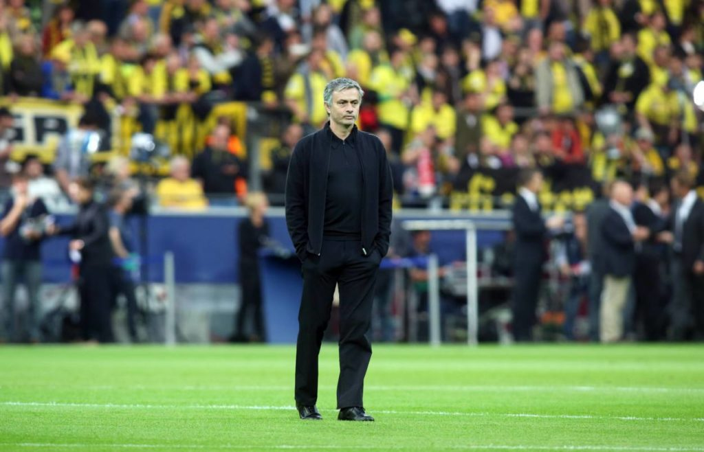José Mourinho vor dem Champions-League-Halbfinale 2013 mit Real Madrid auf dem Rasen des Dortmunder Signal Iduna Parks.
