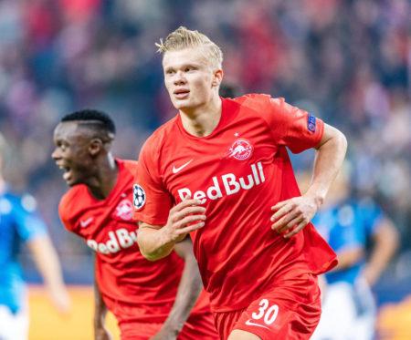 Erling Braut Haland traf auch gegen den SSC Neapel 2-mal für RB Salzburg - und setzte eine neue Bestmarke.