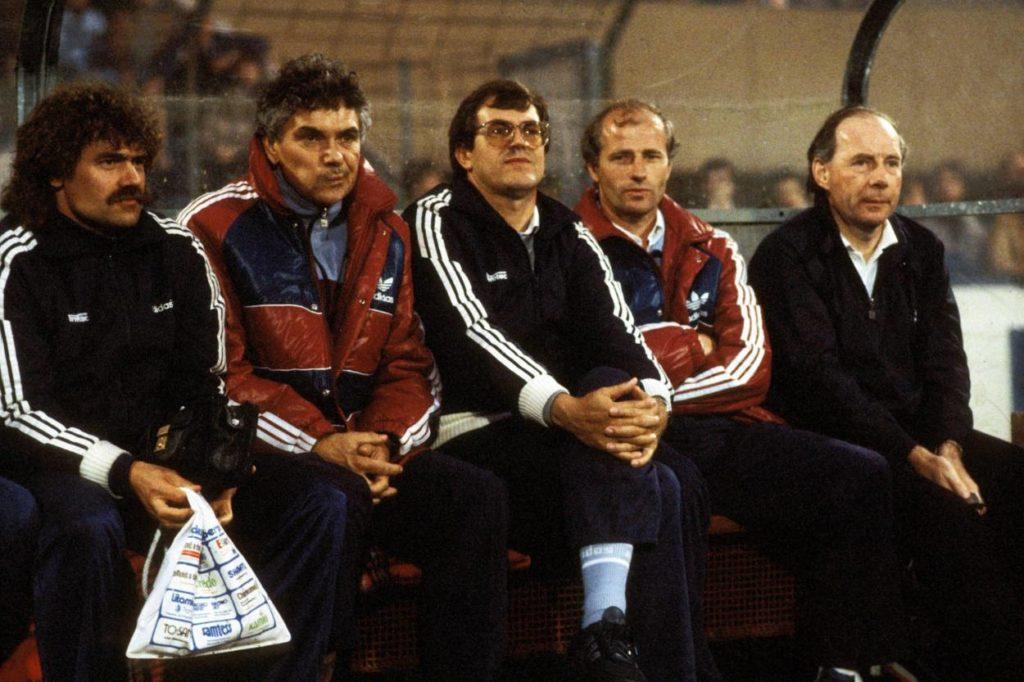 Die 23 Trainer des Willi Neuberger (2. v. r.): Dietrich Weise (re.) war nur einer von ihnen...