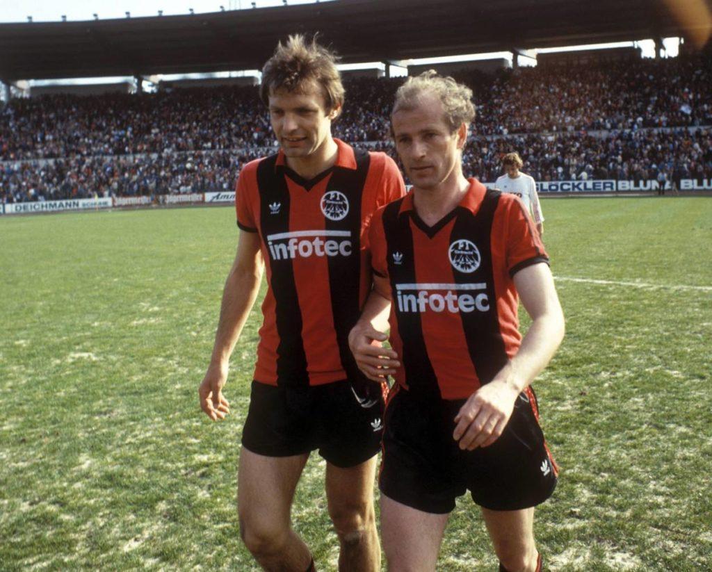 """2 Eintracht-Legenden: Karl-Heinz ,,Charly"""" Körbel (l.) und Willi Neuberger."""