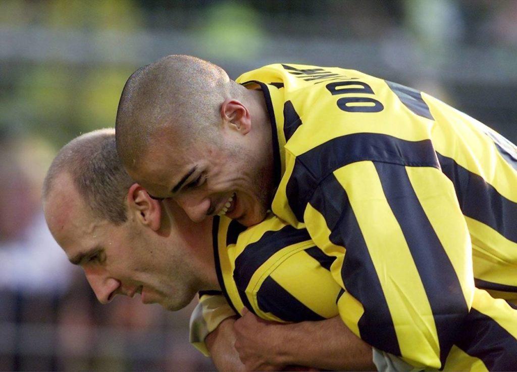 """David Odonkor (r., mit Jan ,,Dino"""" Koller) wurde 2002 mit Borussia Dortmund Deutscher Meister."""