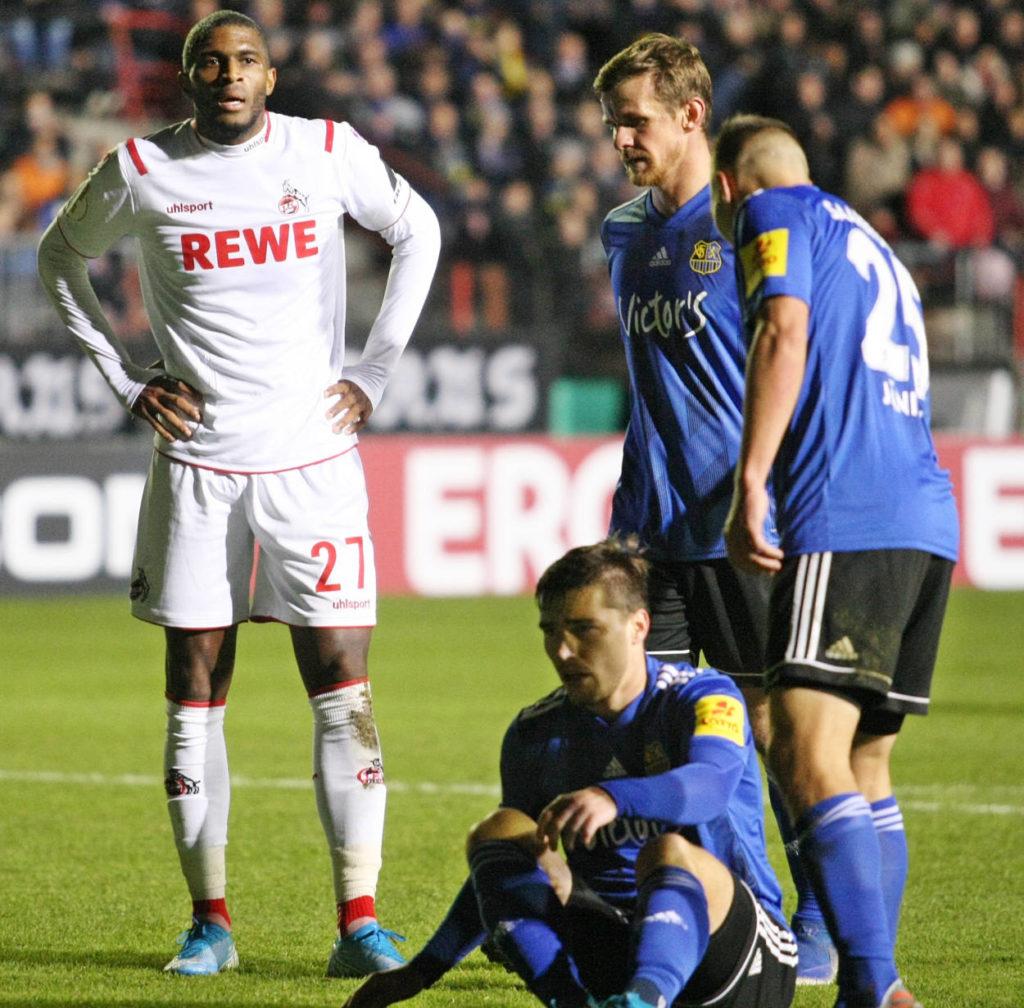 Der 1. FC Köln und Anthony Modeste (l.) fanden gegen den Viertligisten 1. FC Saarbrücken am 29. Oktober 2019 kein Mittel..