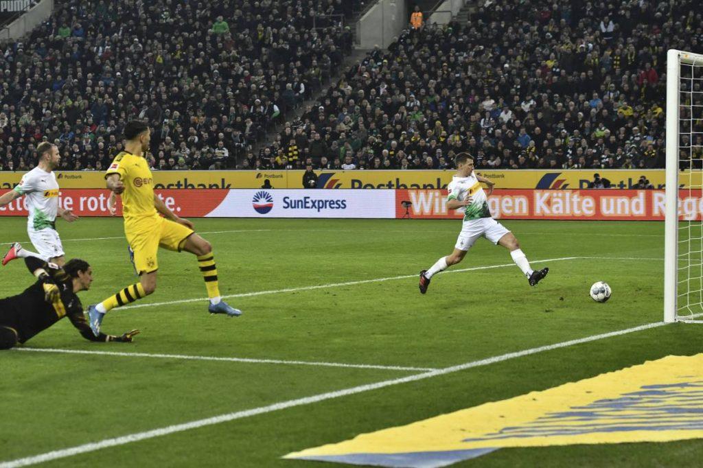 Achraf Hakimi / Borussia Mönchengladbach - Borussia Dortmund 1:2