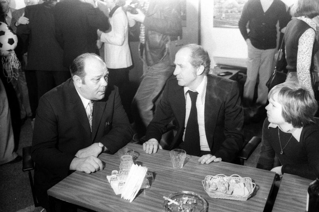 Der Aschenbecher gehörte bei Werner Kohlmeyer (li., mit seinem Weltmeisterkollegen Werner Liebrich 1974 bei der ISPO in München) zwingend dazu.