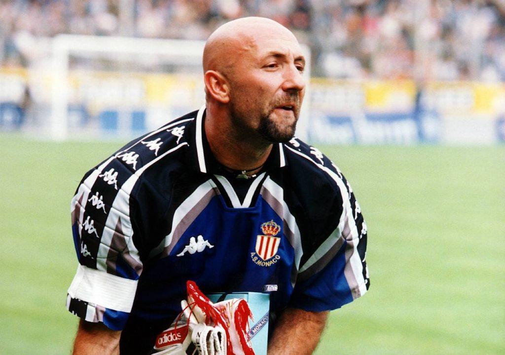 August 1998: Weltmeister-Keeper Fabien Barthez kommt mit Geschenken nach Bochum…