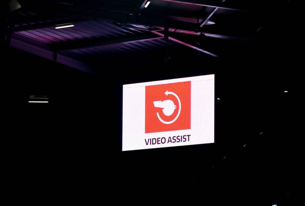 Videoassistent, Leinwand