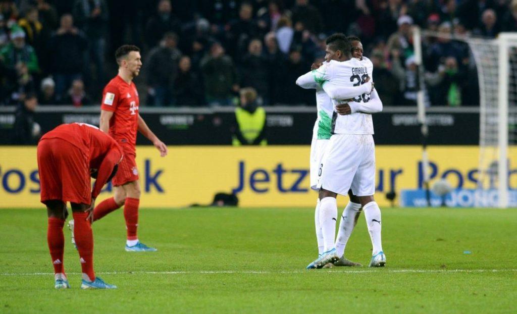 Denis Zakaria und Breel Embolo feiern am 7. Dezember 2019 den 2:1-Erfolg mit Borussia Mönchengladbach im Spitzenspiel gegen Bayern München.