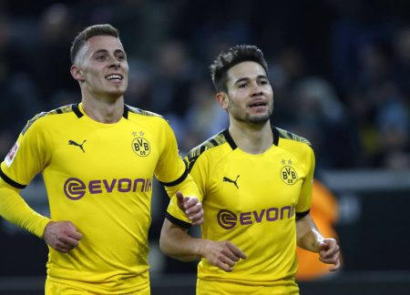 On parle Francais: Borussia Dortmunds Torschütze Raphael Guerreiro (rechts) und Thorgan Hazard.